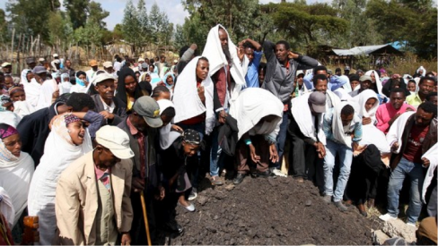 Burrying those killed by TPLF bullets
