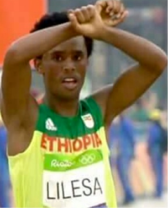 Rio Marathon Silver Medalist Lelisa Feyisa showing popular Oromo Protest sing, after his victory