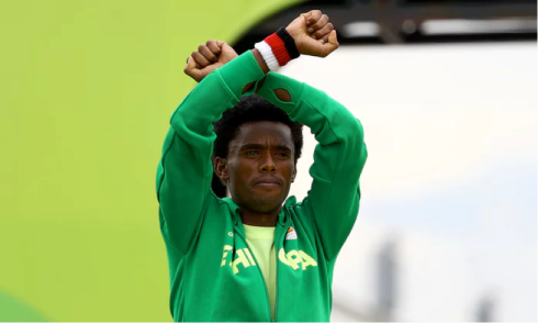 Lilesa crossed his arms as he finished the marathon and on the podium in a symbolic protest against the repressive Ethiopian regime. Photograph: Lucy Nicholson/Reuters via The Guardian